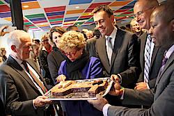 Offizielle Eröffnung des Welcome Center Stuttgart (v.l.: Oberbürgermeister Fritz Kuhn, Ursula Seiler-Albring, Dr. Nils Schmid, Dr. Walter Rogg, Olimpio Alberto; Foto: WRS/Rörich)